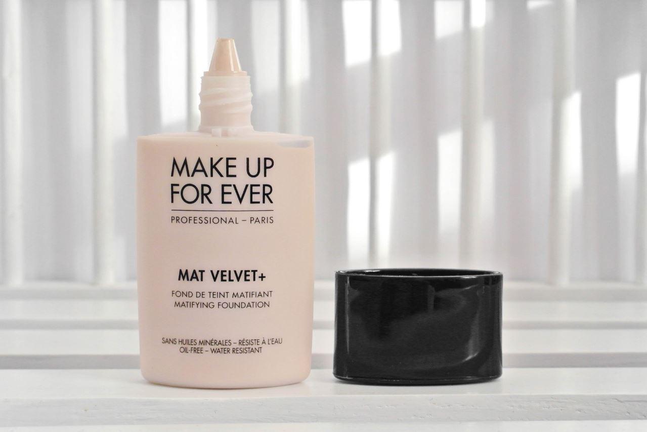 le fond de teint mat velvet de make up for ever pour une peau parfaite. Black Bedroom Furniture Sets. Home Design Ideas