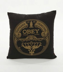 coussin-obey-lotus-badge