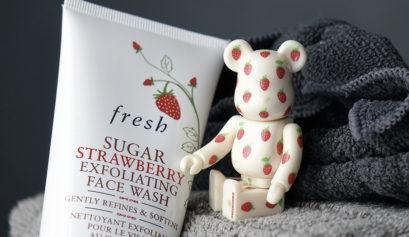 Le nettoyant exfoliant Sugar Strawberry à la fraise de Fresh