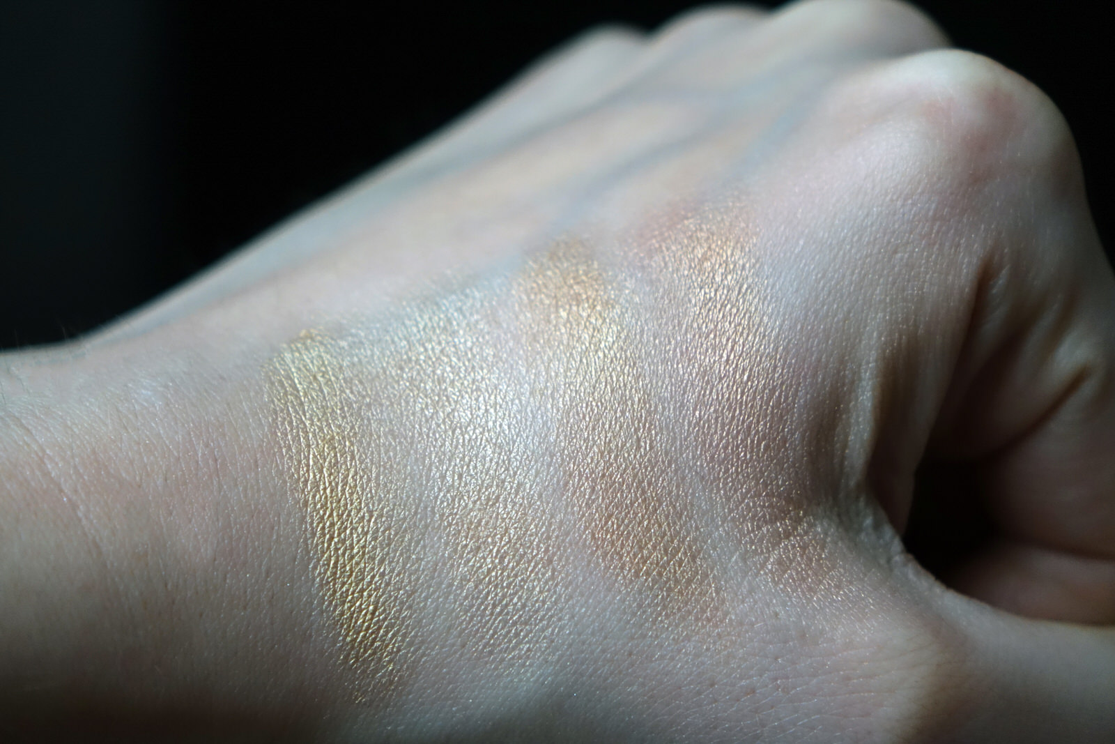 La plette 3D highlighter par Huda Beauty