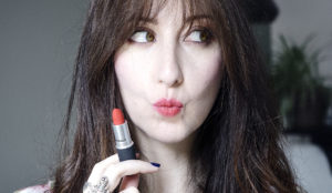 Le rouge à lèvres Powder Kiss de MAC Cosmetics