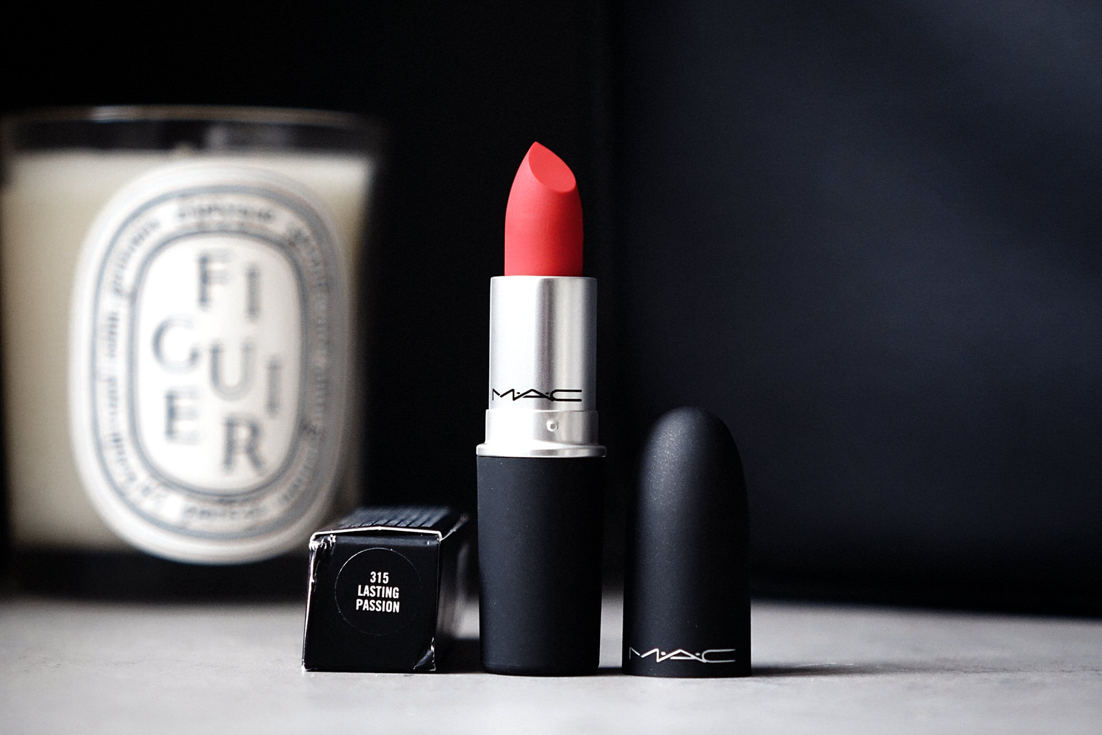 Le rouge à lèvres Powder Kiss de MAC Cosmetics