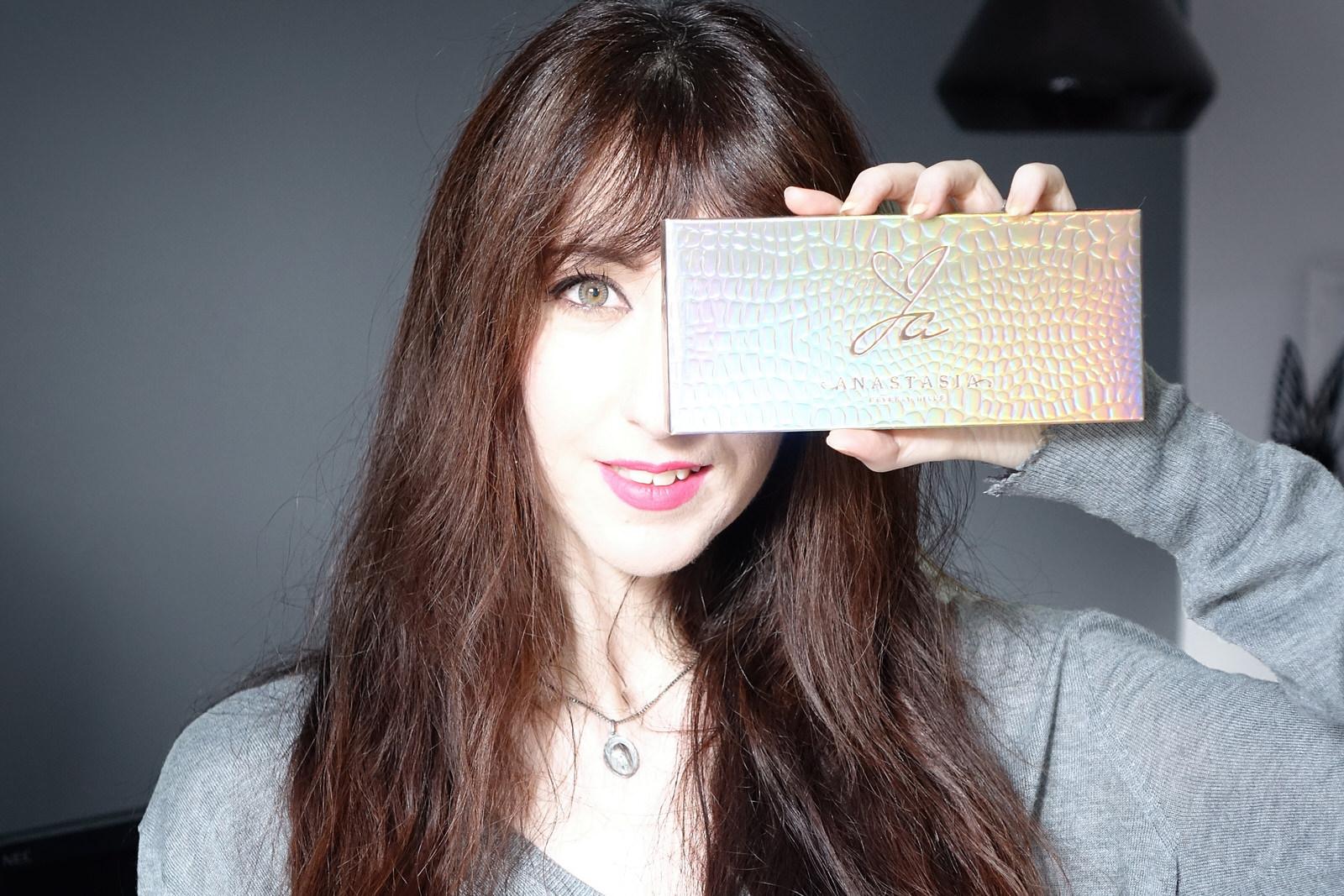 La palette Jackie Aina d'Anastasia Beverly Hills, swatches et makeup