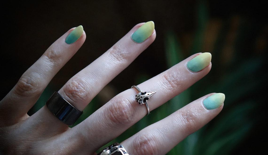 Tuto – le dégradé de couleurs sur les ongles