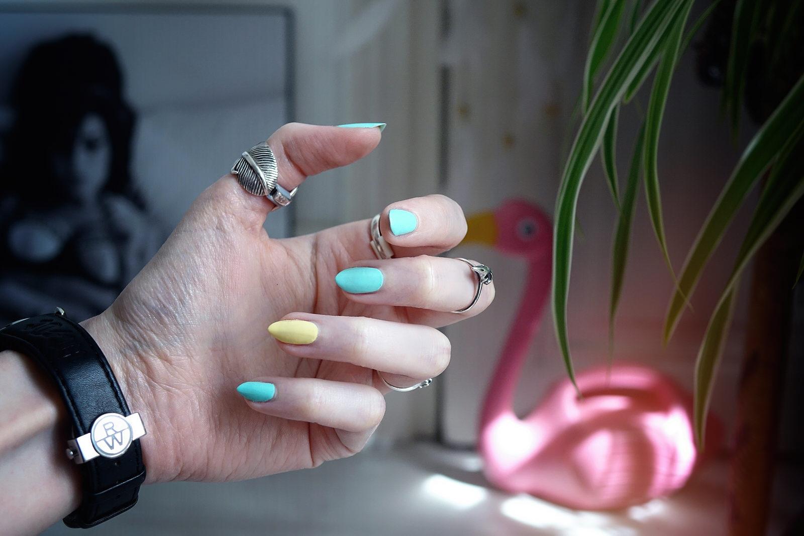 Les nouvelles teintes pastels de vernis à ongles 1944 Paris pour l'été